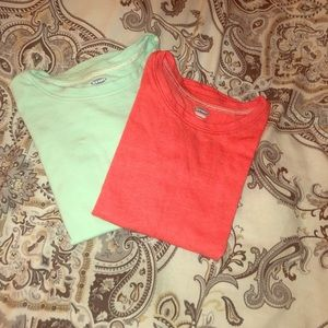2 5T Old Navy tees